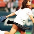 【アダルトアイドル始球式】野球好きじゃなくてもコレは絶対好き!アイドル始球式のパンチラやムチムチ太もも画像を集めてみたぜ!