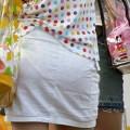 【素人着衣透けエロ画像】街中で着衣が透けて下着が見えてしまっている素人まんさんww