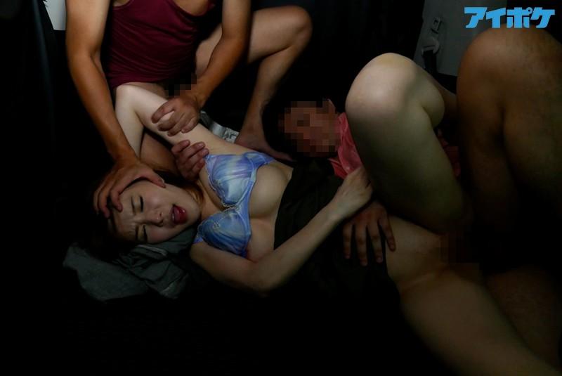 【強姦エロ画像】あの現役AV女優をガチレイプwww激しいスパンキングに終わらない輪姦www02