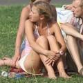 【海外パンチラエロ画像】海外女性たちの股間を狙った海外パンチラエロ画像