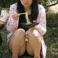 【街撮りパンチラエロ画像】街中でパンチラしている素人娘たちを激写!wwww