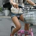 【街撮りパンチラエロ画像】暑いのは嫌いだけど、暑い季節はパンチラ満載!?ww