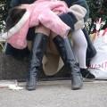 【街撮りパンチラエロ画像】街中でパンチラしている女の子を隠し撮り!wwww