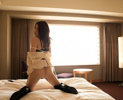 【Tバックエロ画像】セクシーさと美しさを演出できる女性下着といえばコレ!