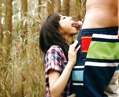 【野外フェラチオエロ画像】屋外で男のチンポを頬張る女の子の卑猥な画像集めたった!