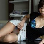 【セルフパンチラエロ画像】女の子自らスカートを捲り上げて見せるセルフパンチラw
