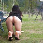 【露出エロ画像】脱ぎっぷりが潔い、素人娘たちの野外露出プレイ!