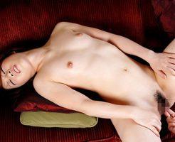 【手マンエロ画像】女の子の性器で指で愛撫する一番セオリーで基本的前戯!?
