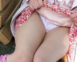 【セルフパンチラエロ画像】パンチラみたいの?見せて上げる!といわんばかりの破廉恥女子!