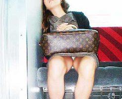 【居眠りパンチラエロ画像】居眠りOLが電車内でお股ユルユル!ww居眠り美女の無防備なパンチラを盗撮した居眠りパンチラのエロ画像集!ww【80枚】