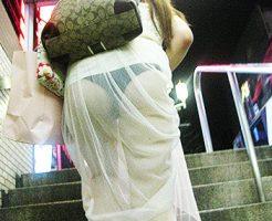 【透けパンツエロ画像】清楚なお嬢さんのスカートやズボンからパンティーが透けて丸見えよりも卑猥に見える透けパンツのエロ画像集!ww【80枚】