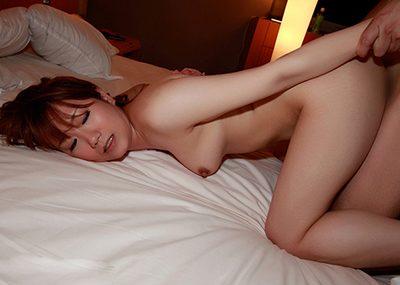【バックエロ画像】セックスの体位は数あれど、バックでハメられている女の子集めたったw