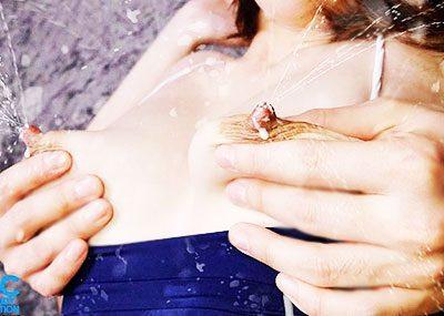 【搾乳エロ画像】甘えん坊男子が豊満巨乳の人妻の母乳を絞って飲みまくる搾乳エロ画像集ww